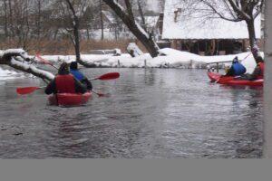 Baidarių plaukimas žiemą