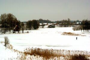 Vaizdas nuo sodybos žiemą. Žūklė.
