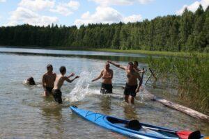 Vasaros maudynės ir baidarių pramogos